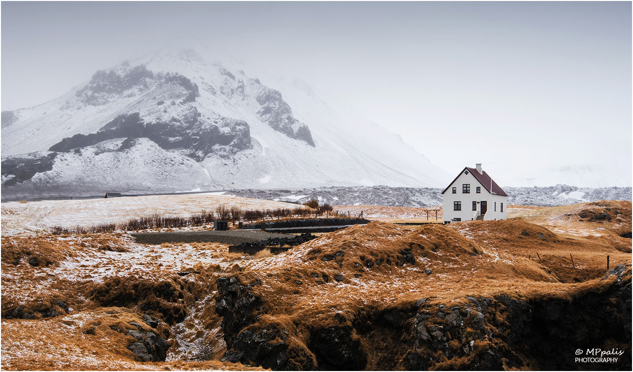 Iceland where heaven meets earth michalis palis for Iceland lonely house